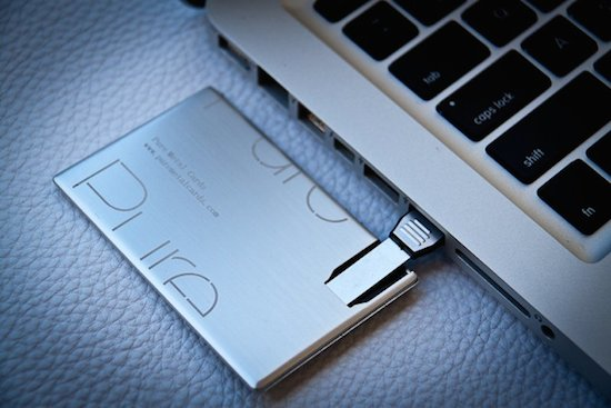 Visitekaartje met uitschuifbare USB-stick