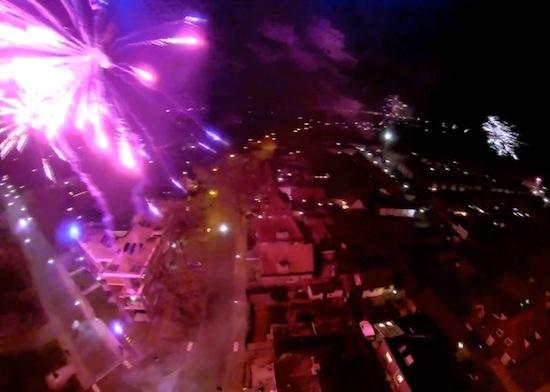 Bekijk het vuurwerk boven Nederland vanaf een drone [video]