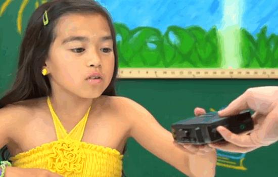 Reactie van kinderen op een Walkman? Priceless
