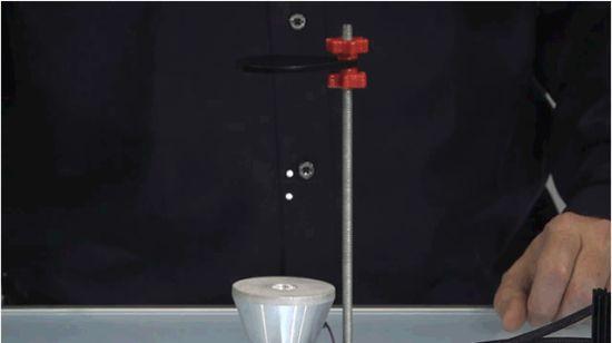 Tart de zwaartekracht met dit apparaat voor op je bureau   Apparata