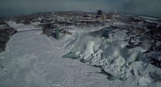 Zo zien de Niagara-watervallen eruit als ze bevroren zijn