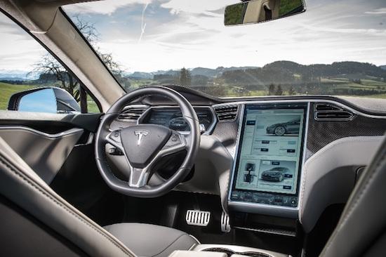 Hackers hebben de Tesla Model S gekraakt