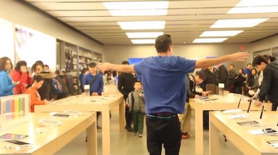 LOL: gasten doen alsof ze bij een Apple Store werken