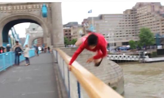 Alles voor de views: YouTuber springt van Tower Bridge
