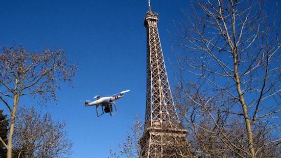 Journalist beboet voor vliegen drone over parijs