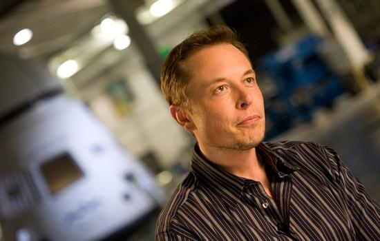 Elon Musk slaapt regelmatig op de bank bij Larry Page