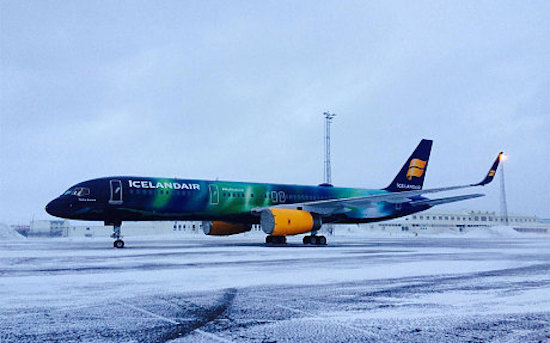 Bewonder het Noorderlicht aan de binnenkant van dit vliegtuig