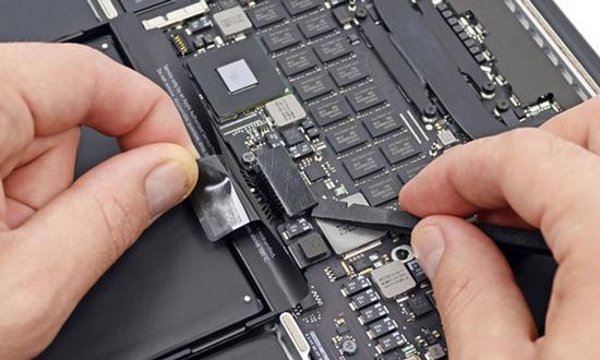 Zelf je accu vervangen? Koop dan vooral geen Macbook
