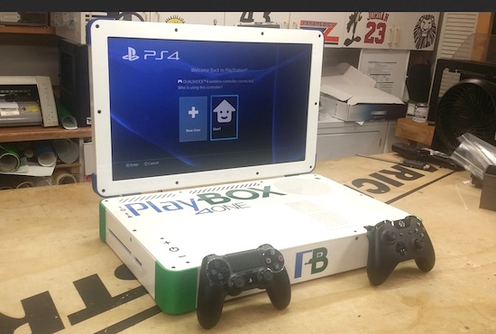 Man propt Playstation 4 & Xbox One in laptop