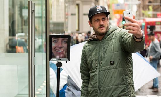 Robot in de rij voor de iPhone 6s