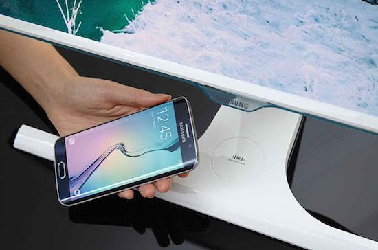 Samsung maakt beeldscherm met draadloze oplader