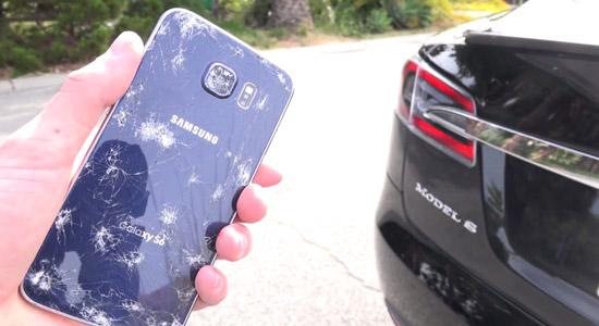 Wat is er sterker: een Tesla of een Samsung Galaxy S6?