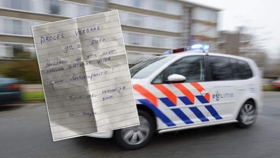 Voorbijganger deelt boete uit aan foutgeparkeerde politie