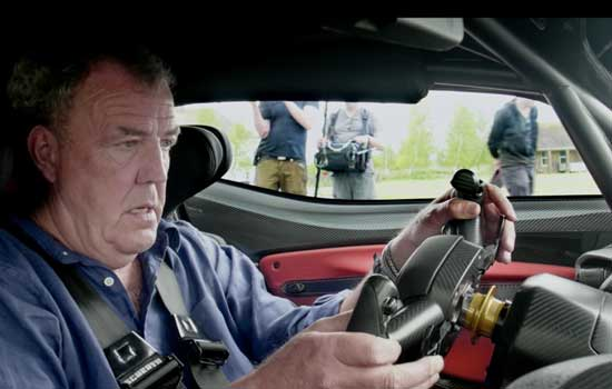 Jeremy Clarkson in auto voor The Grand Tour