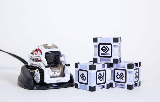 https://static.apparata.nl/images/2016/Cozmo-mini-robot.jpg