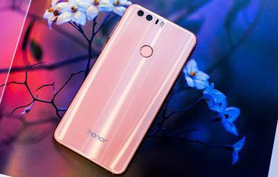 De Huawei Honor is te koop in een roze versie