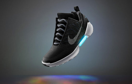 Eindelijk de zelfstrikkende sneaker van Nike is te koop