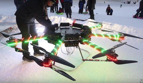 Het verhaal achter deze enorme zelfgemaakte drone