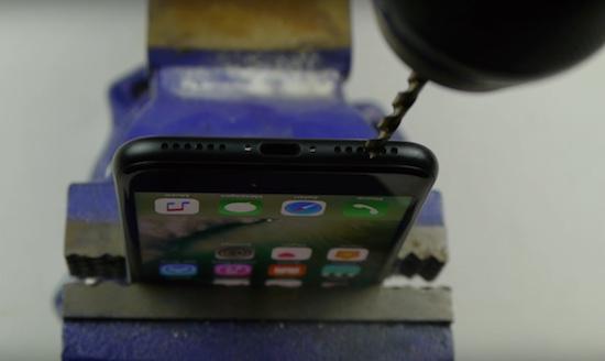 Video: zelf een iPhone 7 headphonejack maken doe je zo