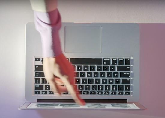 Microsoft vindt de Macbook Air een waardeloos apparaat