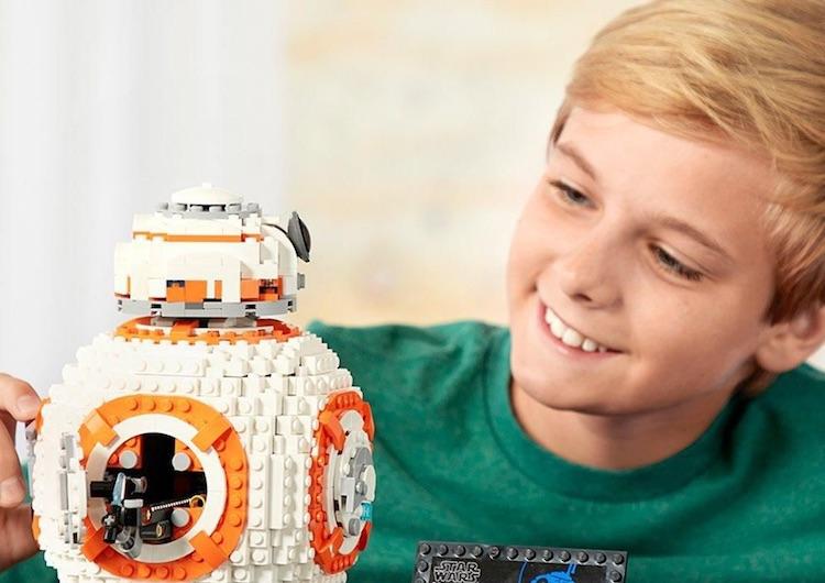 Een schattige BB-8 als enorme Lego-creatie