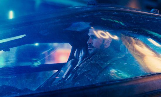 Gosling schittert als (mogelijke) replicant in het Blade Runner-vervolg