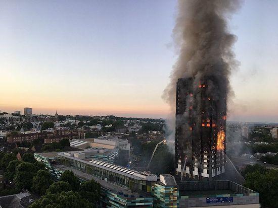 Zwartgeblakerde Grenfell Tower populair voor selfies