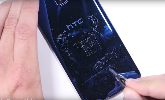Video: is de HTC U Ultra een stevige smartphone?