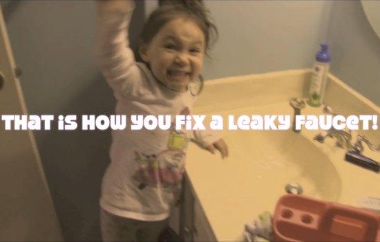 Video: 3-jarig meisje maakt lekkende kraan