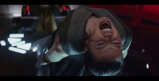 Snoke is Rey even lekker aan het martelen. Zo maak je geen vijanden...