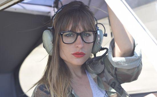 Zou deze dame weten de auto-piloot-knop kunnen vinden?