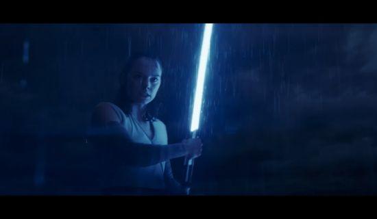 Rey heft haar lichtzwaard, maar waarom?