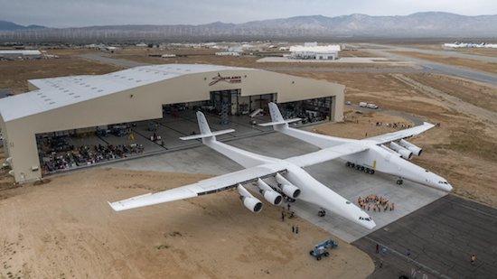 's Werelds grootste vliegtuig ziet het daglicht