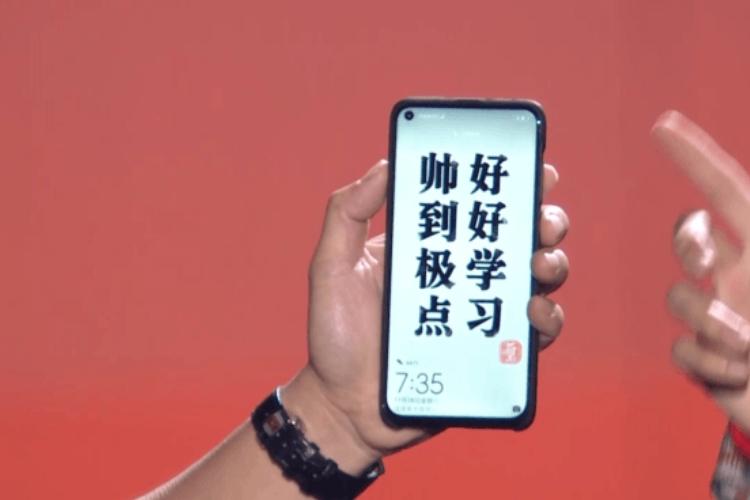 HuaWei-Nova-4-met-gat-in-scherm
