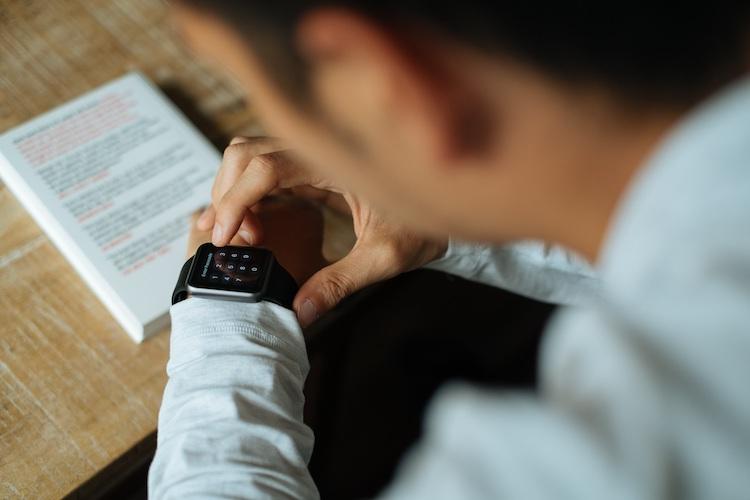 Apple Watch gebruikers bellen massaal de politie
