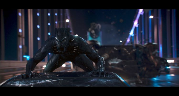 Black Panther schopt kont