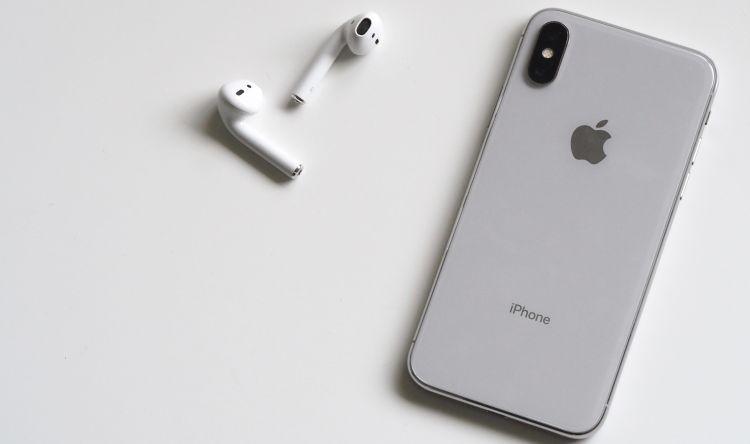 iPhone X met tevens draadloze AirPods
