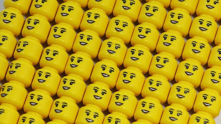 Bizar: 6 mensen aten vrijwillig LEGO op