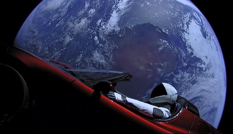 Waar is de SpaceX Tesla Roadster nu eigenlijk?