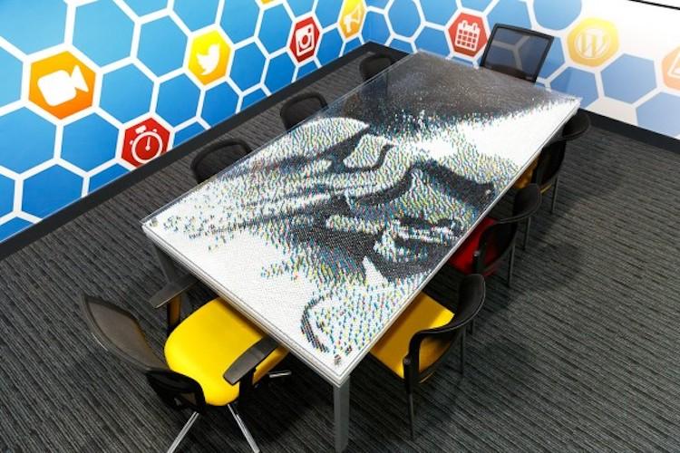 Deze Star Wars tafel is gemaakt van 28.000 punaises