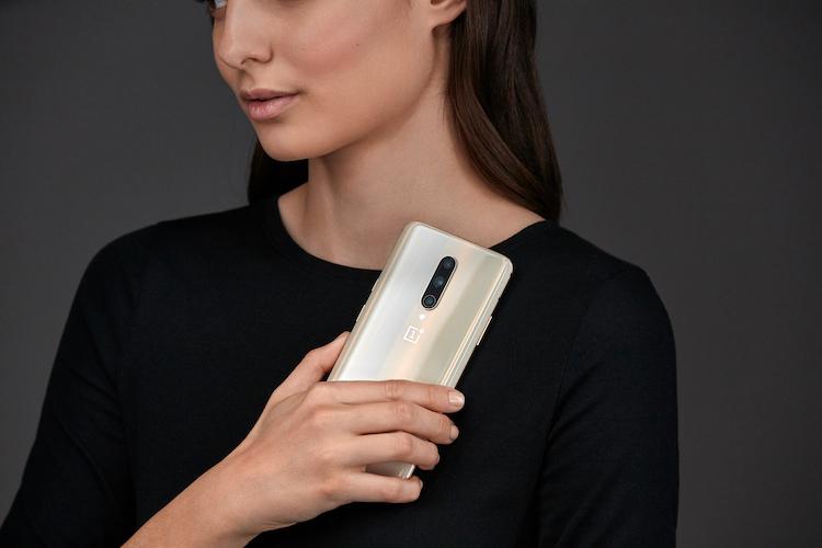 OnePlus brengt gelimiteerde 7 Pro Almond uit