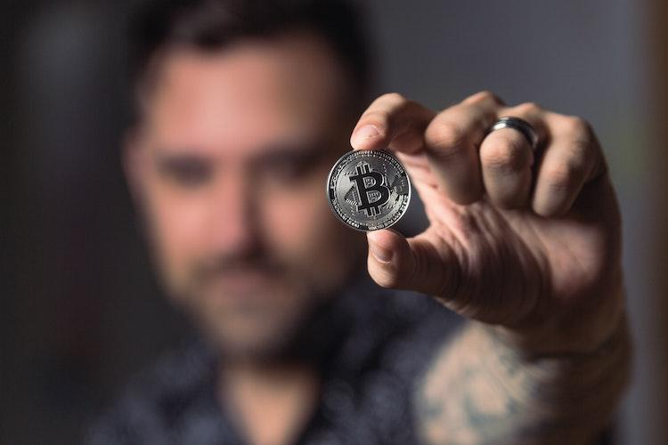 Man met Bitcoin