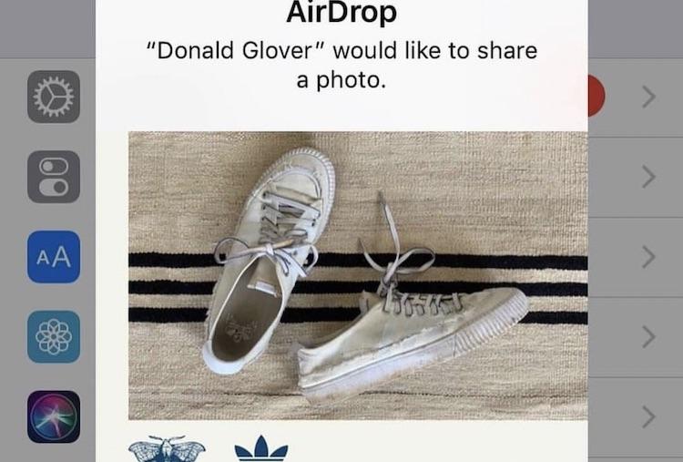 WTF: artiest geeft schoenen weg via Apple AirDrop