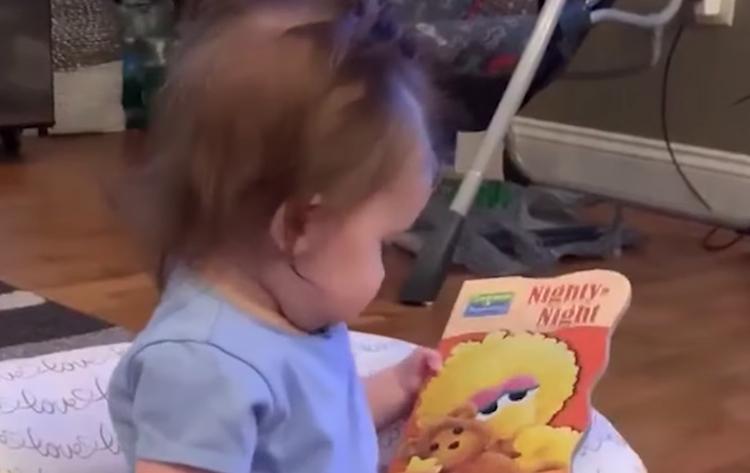 Waarom deze baby dacht dat haar nam