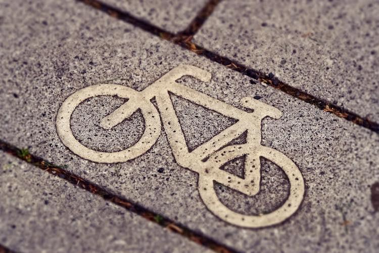 5 dingen die je moet weten over het app-verbod op de fiets