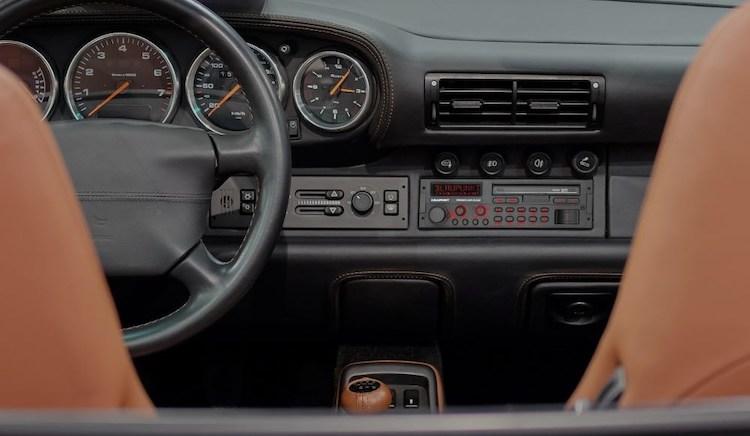Nieuwe radio in klassieke verpakking voor je oude auto