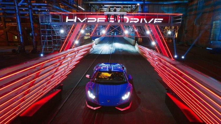 Dit is Hyperdrive, een nieuwe autoshow van Netflix