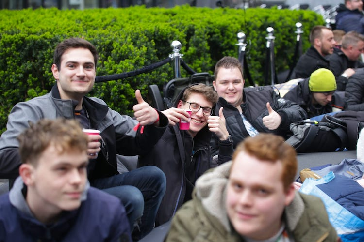 Rotterdam: meer dan 200 man in de rij voor OnePlus 7 Pro