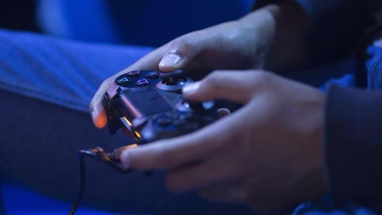 Man verkoopt PS4 met illegale games, Sony wil euro