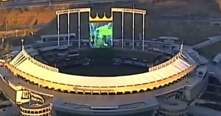 Wat? Mario Kart 8 Deluxe spelen op een stadionscherm!